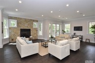 28 Knoll Ln Roslyn Heights NY, 11577
