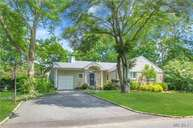 42 Midland Rd Roslyn Heights NY, 11577