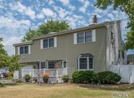 20 Cozzens Pl Patchogue NY, 11772
