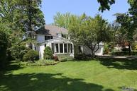 109 Crescent Ln Roslyn Heights NY, 11577