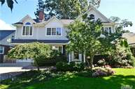 8 Willow Rd New Hyde Park NY, 11040