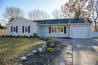 4 Elkin Dr Middle Island NY, 11953