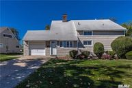 19 Twin Ln Wantagh NY, 11793