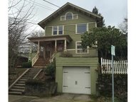 4229 Sw View Point Ter Portland OR, 97239