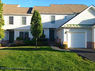 2204 Robinson Close Moosic PA, 18507