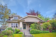 807 N 50th St Seattle WA, 98103
