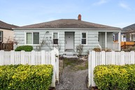 9731 Phinney Ave N Seattle WA, 98103