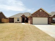 628 Sw 6th St Moore OK, 73160