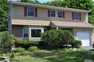 353 Middle Rd Bayport NY, 11705