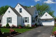 82 Sequams Ln West Islip NY, 11795
