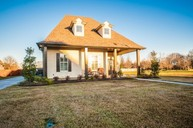 123 Carriage Lakes Dr Youngsville LA, 70592