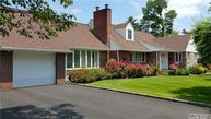 96 S Pine Hill Rd Great Neck NY, 11020