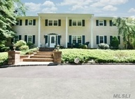 45 Meadow Glen Rd Fort Salonga NY, 11768