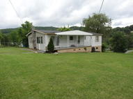 75 Retreat Rd Hinton WV, 25951