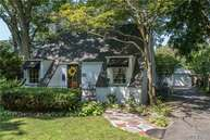 527 Brooklyn Blvd Brightwaters NY, 11718
