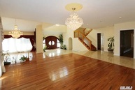 5 Woodfield Ln Glen Head NY, 11545