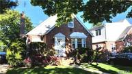 82-13 255th St Floral Park NY, 11004