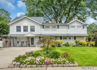 36 Timber Ln Levittown NY, 11756