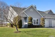 71 Lakeview Dr Manorville NY, 11949