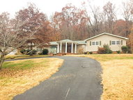 565 Valley Dr Livingston TN, 38570