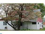 28 Holly Dr Levittown PA, 19055