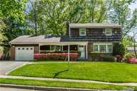 20 Lenmore Dr Old Bethpage NY, 11804