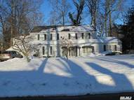 37 Meadow Woods Rd Great Neck NY, 11020