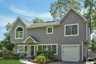7 Iroquois Dr Brightwaters NY, 11718