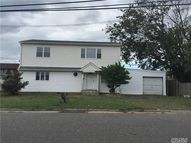 320 West Dr Copiague NY, 11726