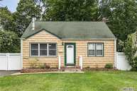 8 Willow St Wheatley Heights NY, 11798