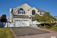 52 Floral Drive W Plainview NY, 11803