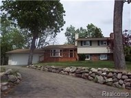1035 Wyman Drive Waterford MI, 48328