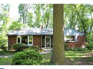 565 Forest Rd Wayne PA, 19087