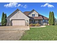 905 House Rd New London WI, 54961