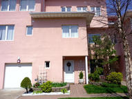 23 Harbour Ct Staten Island NY, 10308