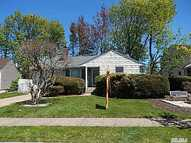 6 Heather Ln Plainview NY, 11803