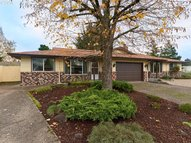 739 Ne 24th St Mcminnville OR, 97128