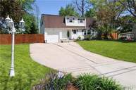 21 Wagner Dr Coram NY, 11727