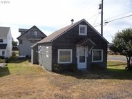 915 Broadway Ave Winchester Bay OR, 97467
