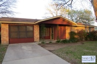 213 Park View Dr Luling TX, 78648
