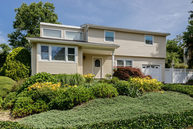 56 Peerless Dr East Norwich NY, 11732
