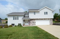 218 Jennifer Ln Fall River WI, 53932