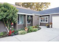 909 Nw Oakwood Cir Mcminnville OR, 97128
