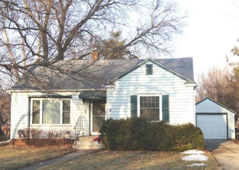 1421 Spring St Grinnell IA, 50112